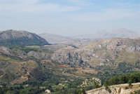 il panorama dalla rupe - si possono vedere il Tempio ed il Teatro di Segesta - 4 ottobre 2007  - Calatafimi segesta (805 clic)