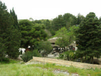 l'area di ristoro nella zona archeologica - 12 aprile 2007  - Segesta (2095 clic)