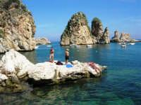 i faraglioni e lo stupendo mare - 1 ottobre 2006  - Scopello (1333 clic)