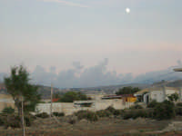 luna piena sul piccolo borgo - 12 ottobre 2008   - Cornino (1950 clic)