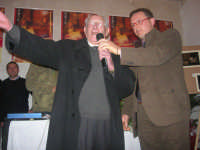 1ª Edizione Concorso Fotografico PRESEPE VIVENTE BALATA DI BAIDA - esposizione e premiazione presso il Centro Polivalente a cura dell'Associazione Culturale BALATA CLUB - Il sig. Vito Sottile, ultra novantenne balataro, recita una sua poesia dialettale sul presepe - 1 marzo 2009                                      - Balata di baida (6228 clic)