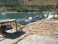 al porto: le reti, le barche dei pescatori - 2 ottobre 2007  - Castellammare del golfo (661 clic)