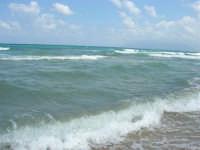zona Plaja - domenica con mare mosso e qualche nuvola, ma il clima è gradevole - 10 agosto 2008   - Alcamo marina (630 clic)