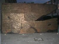 visita al centro storico - monumento al filosofo Giovanni Gentile in Piazza Carlo d'Aragona e Tagliavia: Le Pagine del Filosofo F. Cusumano realizzò - 9 dicembre 2007  - Castelvetrano (1259 clic)