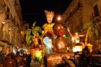 Carnevale 2008 - Sfilata Carri Allegorici lungo il Corso VI Aprile - 2 febbraio 2008   - Alcamo (686 clic)