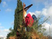 Processione della Via Crucis con gruppi statuari viventi - 5 aprile 2009   - Buseto palizzolo (1611 clic)