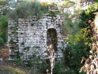 Bosco d'Alcamo - Riserva Naturale Orientata - sul monte Bonifato: La Funtanazza, grande serbatoio pubblico di età medievale - 8 dicembre 2006  - Alcamo (3261 clic)