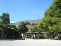area archeologica: posto di ristoro e tempio - 4 ottobre 2007  - Segesta (1885 clic)