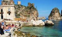 la tonnara, i faraglioni e lo stupendo mare - 1 ottobre 2006  - Scopello (1393 clic)