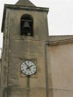 per le vie del paese - Chiesa S. Vito Martire: campanile ed orologio - 17 aprile 2006  - Piana degli albanesi (2078 clic)