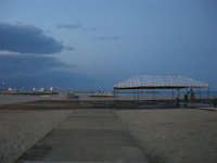 sulla spiaggia, fervono i preparativi: aspettando il Cous Cous Fest - 21 settembre 2008   - San vito lo capo (694 clic)