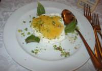 ricotta con miele e pistacchi - C.da Digerbato - Tenuta Volpara - 21 dicembre 2008   - Marsala (2106 clic)