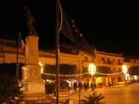Festa di San Giuseppe - l'illuminazione in Piazza Rettore Filippo Evola - 18 marzo 2009  - Balestrate (7393 clic)