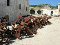 le ancore, la tonnara - 1 ottobre 2006  - Scopello (1345 clic)