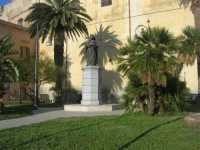 Chiesa di San Domenico e monumento a Tommaso Fazello, frate domenicano - 7 dicembre 2009  - Sciacca (2617 clic)