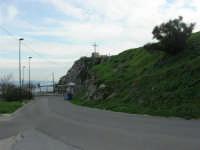 la Croce vista dalla strada che porta all'Eremo S. Pellegrino - 9 novembre 2008  - Caltabellotta (1621 clic)
