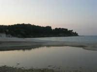 Baia di Guidaloca: foce del fiume (che non riesce a raggiungere il mare) - 26 aprile 2007  - Castellammare del golfo (784 clic)