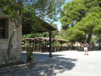 area archeologica: posto di ristoro - 4 ottobre 2007  - Segesta (1832 clic)