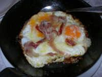 uova fritte con pancetta - C.da Digerbato - Tenuta Volpara - 21 dicembre 2008   - Marsala (2230 clic)