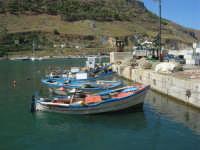 al porto: le reti, le barche dei pescatori - 2 ottobre 2007  - Castellammare del golfo (644 clic)