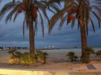 la spiaggia, guardando verso il faro - 18 gennaio 2009   - San vito lo capo (3194 clic)