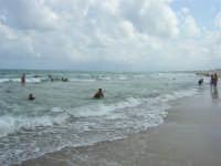 zona Plaja - domenica con mare mosso e qualche nuvola, ma il clima è gradevole - 10 agosto 2008   - Alcamo marina (637 clic)