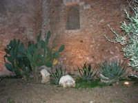 Castello dei Conti di Modica: un suggestivo angolo esterno, lato nord - 28 gennaio 2007  - Alcamo (1288 clic)