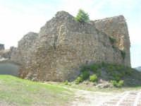 sulla rupe i ruderi del Castello Eufemio, di epoca medioevale - 4 ottobre 2007   - Calatafimi segesta (658 clic)