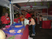 Cous Cous Fest 2007 - Villaggio gastronomico: si serve il cou cous di San Vito Lo Capo - 28 settembre 2007   - San vito lo capo (820 clic)