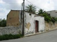 via SS. Salvatore: una vecchia casa - 1 maggio 2007  - Alcamo (1009 clic)