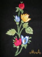 artigianato locale: ricamo a mano (punto erba, punto inzeta e nodini) - lavoro pittoresco eseguito dalla sig.ra Anna Mancuso - 22 ottobre 2006   - Alcamo (5223 clic)