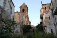 ruderi del paese distrutto dal terremoto del gennaio 1968 - 2 ottobre 2007   - Poggioreale (4004 clic)