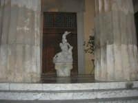 visita al centro storico - Teatro Selinus: i Putti dello scultore Rutelli  - 9 dicembre 2007    - Castelvetrano (1306 clic)