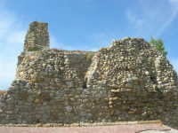 sulla rupe i ruderi del Castello Eufemio, di epoca medievale - 4 ottobre 2007   - Calatafimi segesta (787 clic)