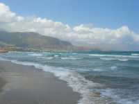 zona Plaja - domenica con mare mosso e qualche nuvola, ma il clima è gradevole - 10 agosto 2008    - Alcamo marina (677 clic)