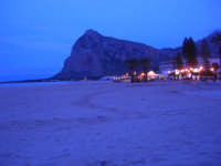 la spiaggia e monte Monaco a sera - 19 aprile 2009  - San vito lo capo (1878 clic)