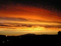 Spettacolari colori al sorgere del sole  - Guarrato (3912 clic)