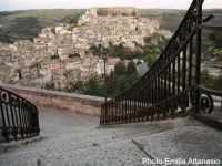 Veduta di Ragusa-Ibla dalla Chiesa S. Maria delle Scale.  - Ragusa (4903 clic)