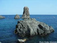 I Faraglioni di Acitrezza (o Isole Ciclopi)  - Aci trezza (2053 clic)