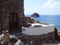 Pollara: sullo sfondo lo Scoglio Faraglione  - Salina (6887 clic)