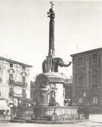 P.zza Duomo l'elefante (U Liotru)  - Catania (3797 clic)