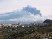 Foto scattata nell'eruzione dell'etna nell'anno 2002 in novembre.  - Regalbuto (3933 clic)