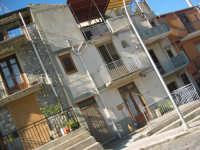 qualche abitazione di questo paesino in provincia di palermo  questa è la casa di mio zio che ha 92