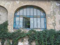 bellissimi colori di una vecchia finestra PALERMO ISACCO