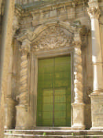 porta di entrata in stile barocco chiesa santa maria assunta chiusa sclafani  - Palermo (7426 clic)