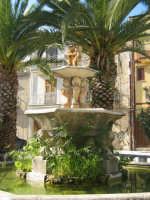 una delle piazze di chiusa sclafani ultime immagini a breve verrà totalmente rinnovata  - Palermo (1929 clic)