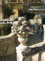 alcuni dettagli,una delle piazze di chiusa sclafani ultime immagini a breve verrà totalmente rinnovata  - Palermo (1892 clic)