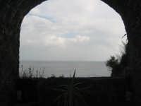 Finestra del Castello di Aci Castello patrimonio dell'Unesco  - Aci castello (2339 clic)