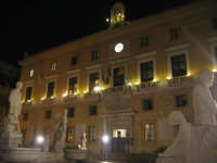 la bellezza di una piazza illuminata PALERMO ISACCO