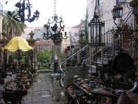 Un negozio molto particolare  - Castelbuono (2105 clic)